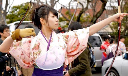 海外「伝統に身を包んだ若い日本人女性から溢れ出る信じられないほどの魅力!」京都の三十三間堂で毎年開催される通し矢を撮影した動画が話題に(海外の反応)
