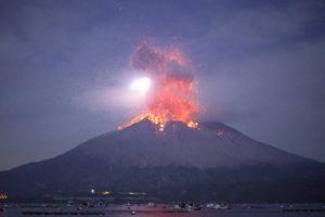 海外「彼らにとってはただの日常だよ」桜島の爆発的噴火の瞬間を撮影した動画が話題に(海外の反応)